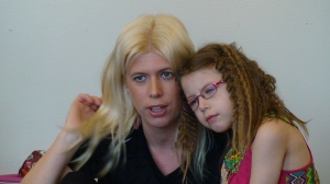 Kornelia Pettersson med  mamma Kristin