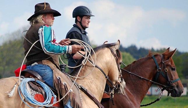 Charlie Blomquist. Träning med lasso till häst med en elev.