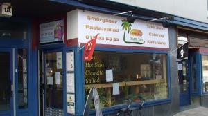 Liv, död, kärlek och goda kakor på ett litet café i en förort till Örebro