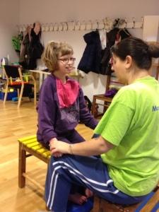 Tove testade Konduktiv Pedagogik - Det är första gången, man ser framsteg för vår dotter
